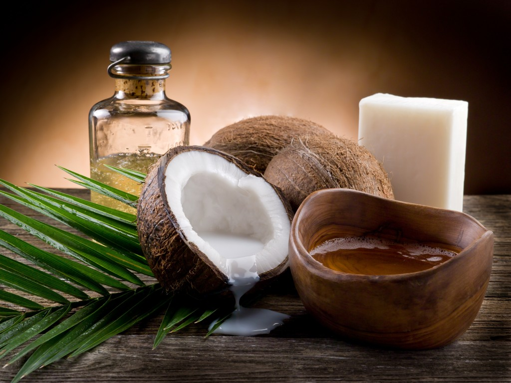 bigstock-natural-coconut-walnut-oil-62101910-1024x768